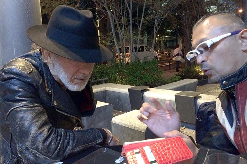 アーサー・ホーランド牧師(左)と進藤龍也牧師=8日、東京・御茶ノ水で