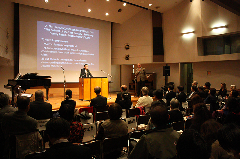 「2017年 東アジア・ユダヤ人伝道カンファレンス」の東京・公開フォーラムには、韓国や中国、イスラエル、米国など計12の国と地域から来日した海外からの参加者を含め、約130人が参加した=18日、お茶の水クリスチャン・センター(東京都千代田区)で<br />