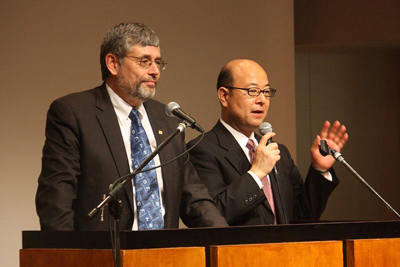 LCJE国際ディレクターのメルニック氏(左)