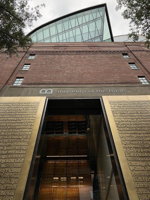 聖書博物館の入り口外観(写真:Fuzheado)