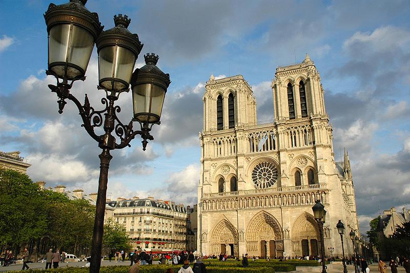 パリ大司教座聖堂であるノートルダム大聖堂(写真:GuidoR)