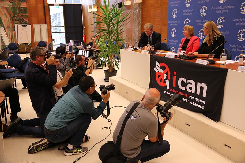 ノーベル平和賞受賞を受け、核兵器廃絶国際キャンペーン(ICAN)と世界教会協議会(WCC)が共同で開いた記者会見=10月6日、スイス・ジュネーブのエキュメニカル・センターで(写真:WCC / Ivars Kupcis)