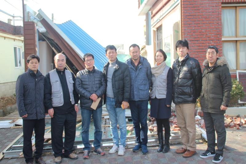 左から4人目が代表の横田法路氏、その右隣が熊本支部ディレクターの中村陽志氏、1人置いて本部事務所広報担当の佐味健志氏