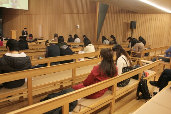 心に光がともるクリスマス体験を教会で 21世紀キリスト教会の長田晃牧師に聞く