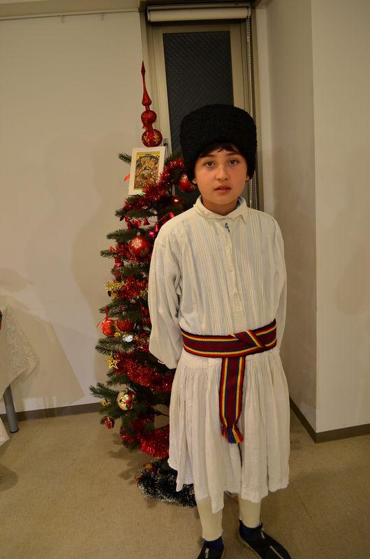 ルーマニア正教会が初の集会 民族衣装を着た子どもたちのクリスマスキャロルなど