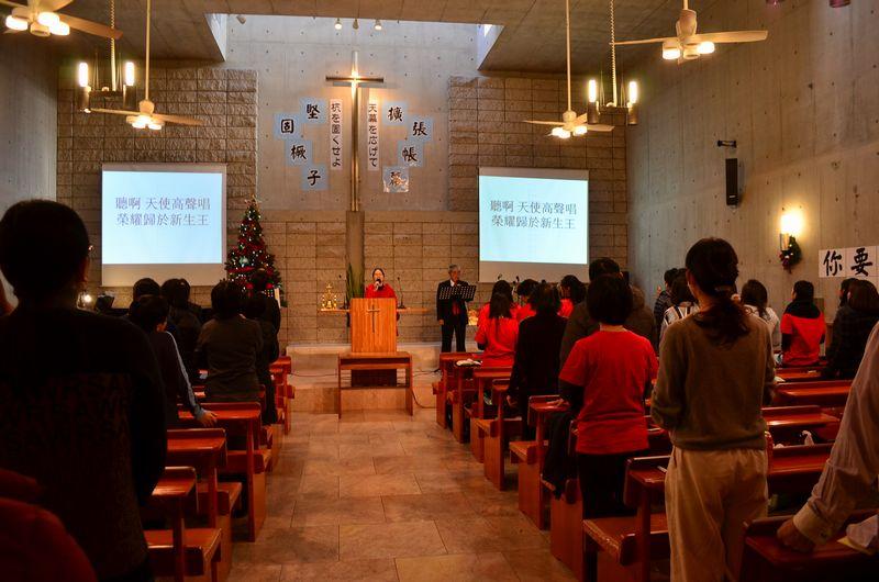礼拝の様子。会堂は、多く人であふれている=17日、横浜華僑キリスト教会(横浜市中区)で