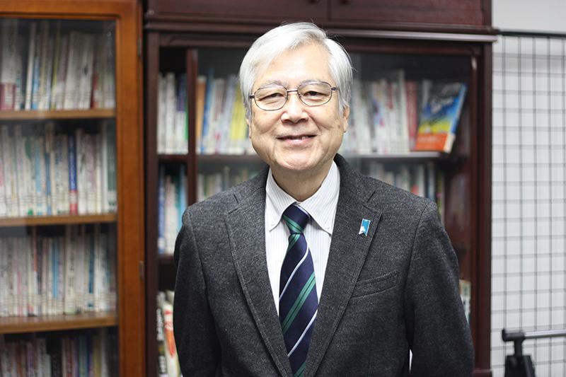 鴻海誠さん=12月18日、いのちのことば社(東京都中野区)で
