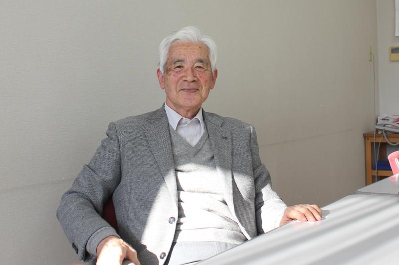 阿部志郎氏。「中学生で洗礼を受けた時、牧師から『あなたたちの人生はこれから長い、どんなことがあっても教会にしがみついていなさい』と言われた。かろうじて今までしがみついています。毎週礼拝に出て恵みだなあと思う」と話す=12月22日、横須賀基督教社会館(神奈川県横須賀市)で