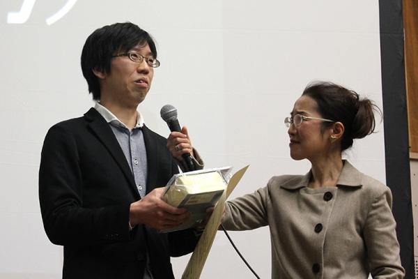 昨年の佳作に引き続き、今年は一般部門で見事、最優秀作品賞に輝いた Haction!!!Project さん(左)