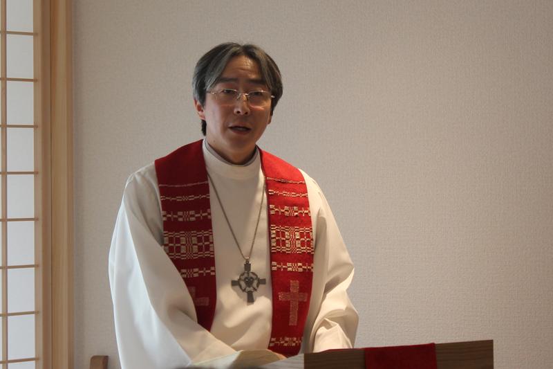 献堂式でメッセージを取り次いだ江本氏