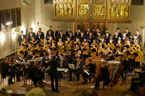ゲッチンゲン市内の教会でクリスマスコンサートを行うゲッチンゲン少年合唱団=2015年12月13日