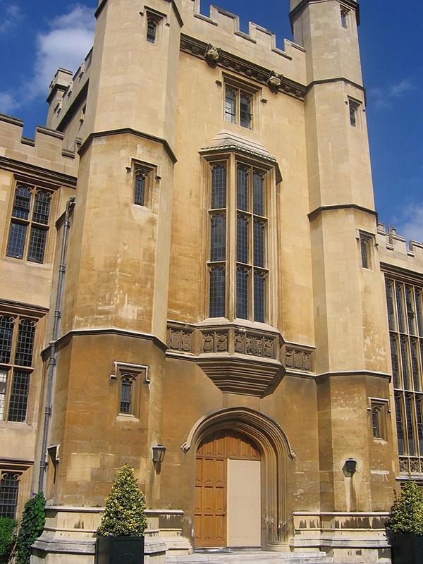 ランベス宮殿の中央玄関(写真:Secretlondon)