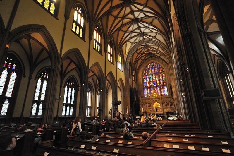 米ニューヨークのブロードウェイとウォール街の交差点にあるトリニティー教会(写真:Mith Huang)