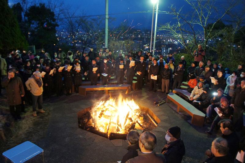 地元の報道によると、早天祈祷会には250人が集まった。(写真:熊本バンド142周年記念行事実行委員会提供)