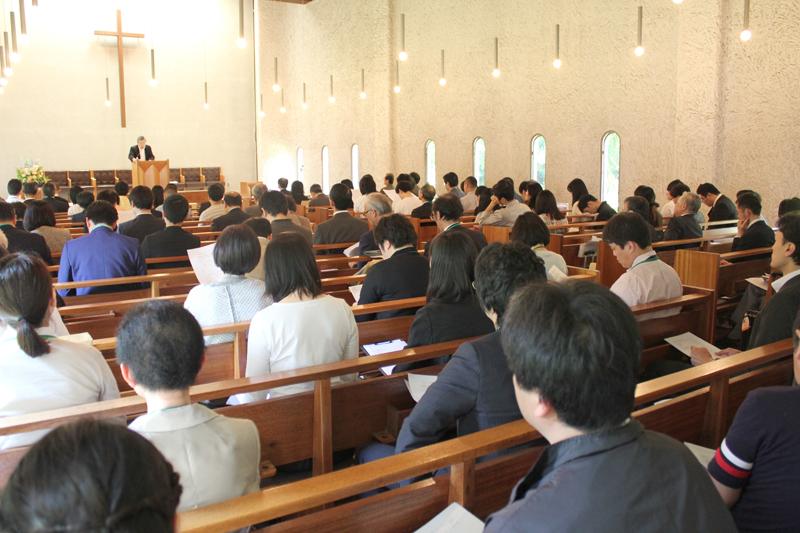 第17回キリスト教学校伝道協議会には、全国のキリスト教主義学校関係者ら約100人が集まった=2016年5月21日、東京神学大学(東京都三鷹市)で
