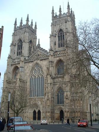 教会の尖塔をWiFi接続などに利用へ、英政府と国教会が合意