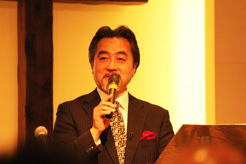 「ワーシップ・ジャパン・カンファレンス2015」には多くの参加者が集まり、共にリバイバルを祈り求め、力の限りの賛美をもって1日を過ごした。写真は「戦略的伝道のすすめ」と題してセミナーを行ったワーシップ・ジャパン学長のジョシュア佐佐木氏=2015年3月14日、神の家族主イエス・キリスト教会(東京都足立区)で
