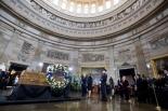 ビリー・グラハム氏、米議事堂に正装安置 民間人で4人目 大統領が弔辞