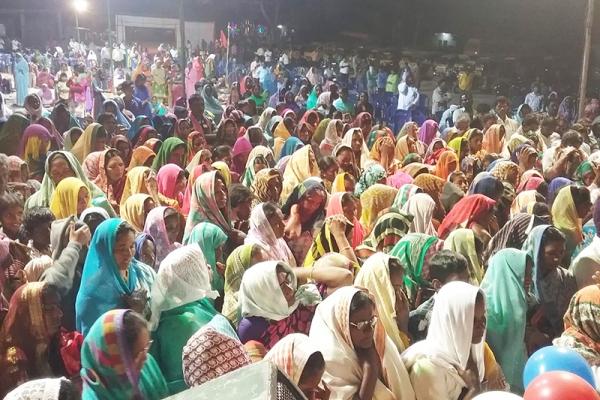万代栄嗣牧師、インドで野外伝道 6500人に福音語る