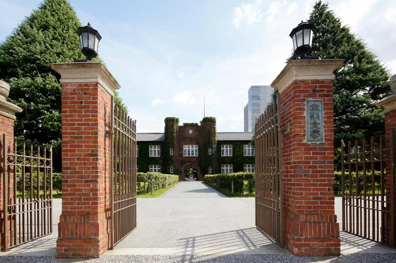 立教大学池袋キャンパス正門(写真:立教大学提供)