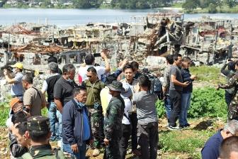 IS系組織に破壊されたフィリピンの教会、復活祭のミサ中止 破損激しく