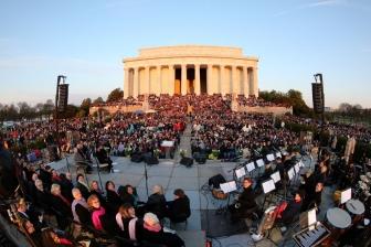 米リンカーン記念堂前で野外イースター礼拝、今年で40回 1万人が参加