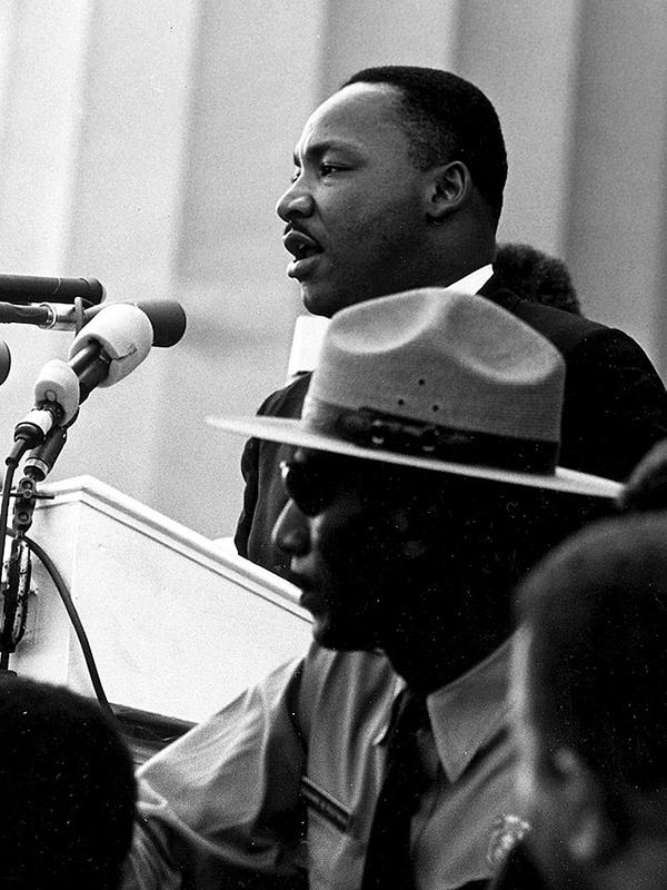 1963年8月28日に20万人を超える「ワシントン大行進」が行われ、リンカーン記念堂前で有名な演説「I Have a Dream(私には夢がある)」を行うマーティン・ルーサー・キング・ジュニア牧師