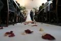 50年前に離婚したカップルが再婚へ、牧師の孫が司式