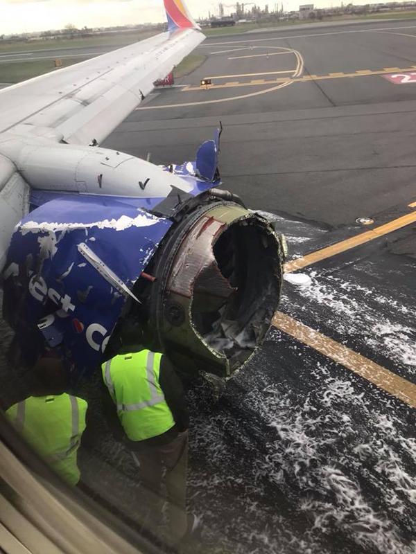 大破したサウスウエスト航空1380便のエンジン(写真:確かなる土台ルーテル教会のフェイスブックより)
