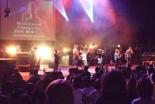 カンファレンス2日目の夜のセッションに出演するジーザスライフハウスバンド=5月22日、新宿文化センターで