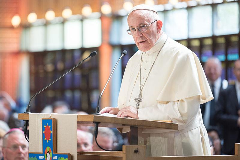 世界教会協議会(WCC)の創立70周年を記念する礼拝でメッセージを伝えるローマ教皇フランシスコ=21日、エキュメニカルセンター(スイス・ジュネーブ)で(Magnus Aronson/WCC)