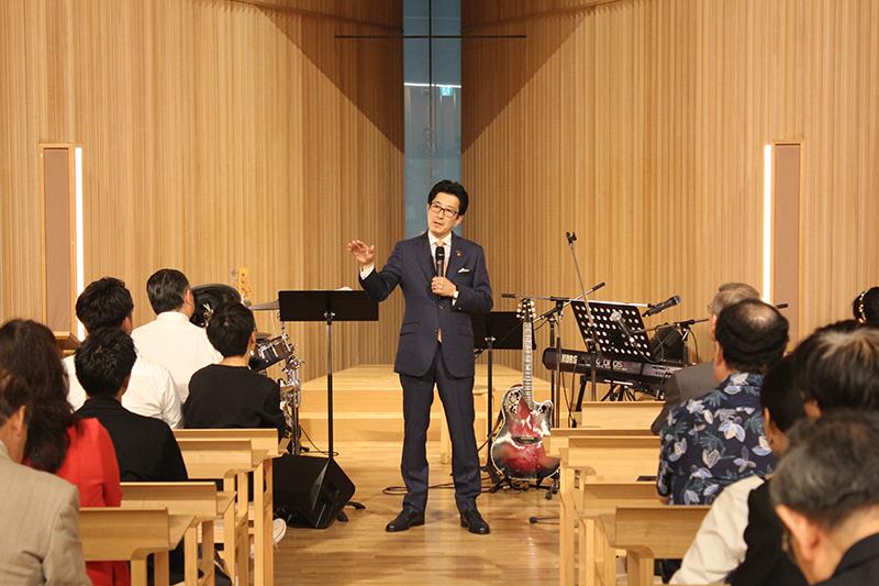 講演する青木仁志氏=18日、21世紀キリスト教会広尾教会堂(東京都渋谷区)で