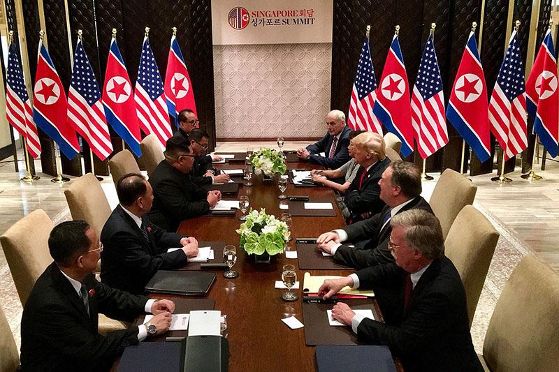 6月12日にシンガポールで開かれた米朝首脳会談では、両国の高官を交えての拡大会合も行われた。(写真:Dan Scavino Jr./Executive Office of the President of the United States)