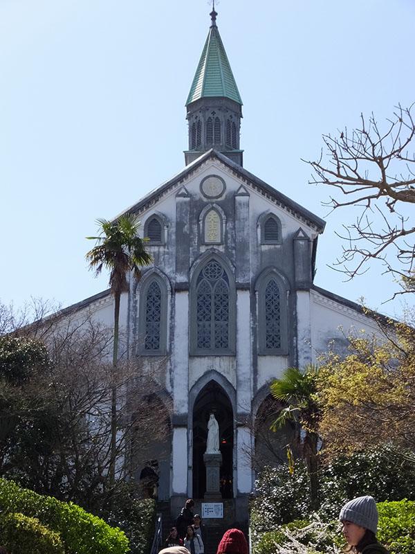 「長崎と天草地方の潜伏キリシタン関連遺産」の12構成資産の1つである大浦天主堂。日本二十六聖人にささげられた聖堂で、潜伏キリシタンが信仰を告白した「信徒発見」の場。日本に現存するキリスト教建築物としては最古の建物で、1953年に国宝に指定されている。(写真:Friscocali)