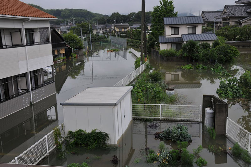 床下浸水した玉島福音ルーテル教会(倉敷市玉島)から見た外の様子=7日(写真:同教会提供)