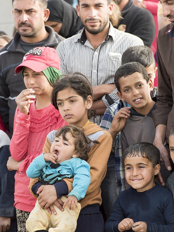 レバノン東部ベッカー高原のシリア人難民キャンプの人々=2016年3月25日(写真:UN Photo/Mark Garten)