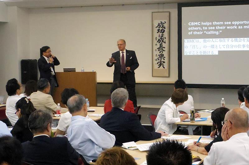 講演するジム・ファールストムCBMC国際会長=11日、東京都品川区で