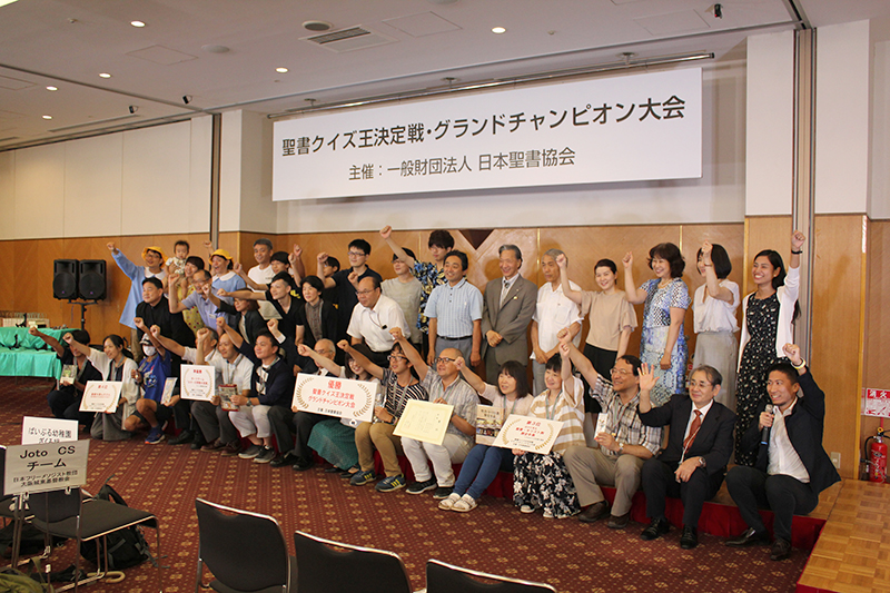 11の地方大会を勝ち抜いた全11チームが参加した=11日、東京・銀座で<br />