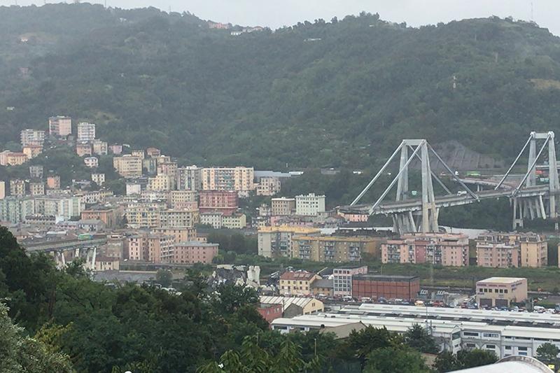 崩壊したイタリア北部ジェノバの高架橋=14日(写真:Salvatore1991)<br />