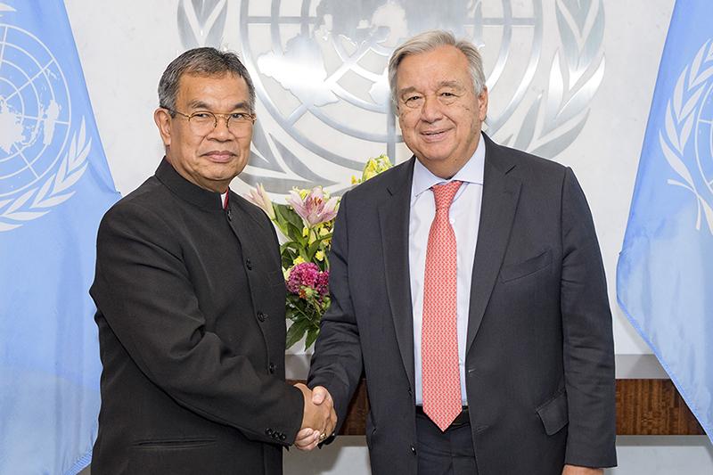 世界福音同盟(WEA)総主事のエフライム・テンデロ監督(左)と、国連のアントニオ・グテーレス事務総長=8月23日、米ニューヨークの国連本部で