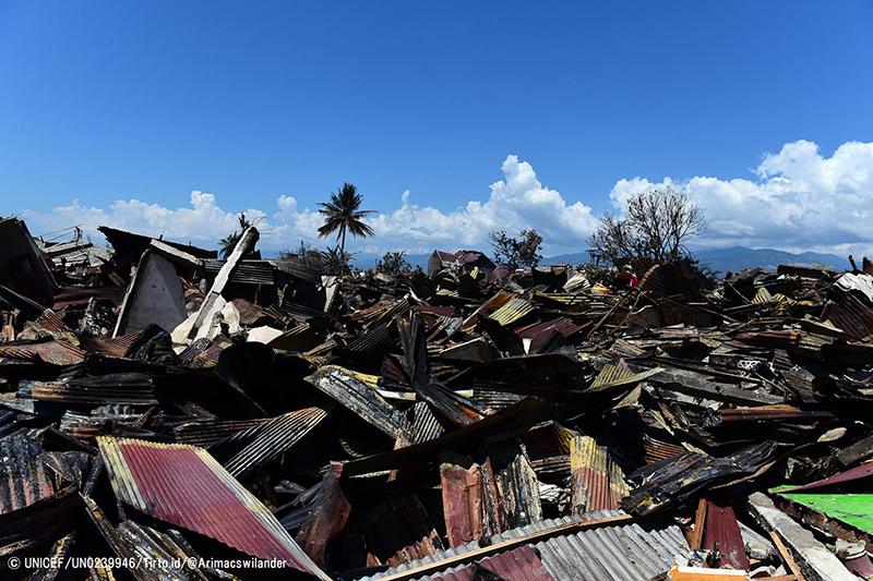 地震と津波の被害を受けたスラウェシ島の都市パル西部の様子=9月30日 ©UNICEF/UN0239946/Tirto.id/@Arimacswilander