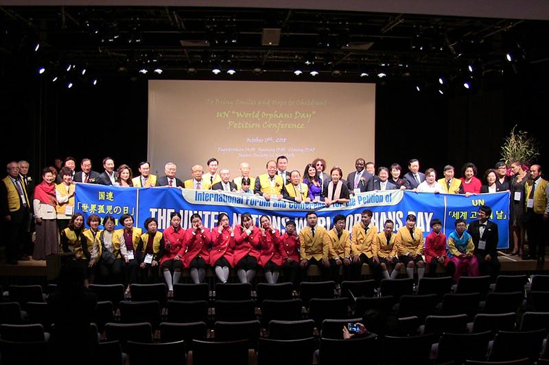 米ニューヨークの国連本部近くにある「ジャパン・ソサエティー」で開催された大会には、日韓の政治家やキリスト教関係者らが参加した=15日<br />