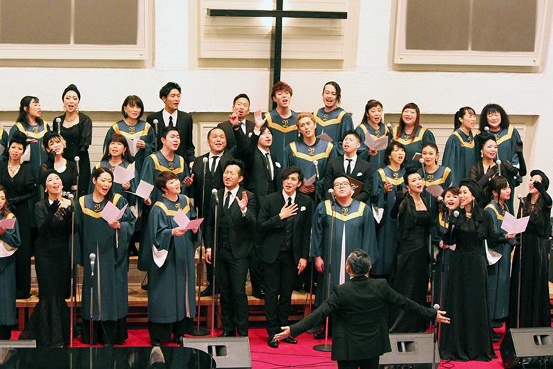 最後は「The Voices of Japan」(VOJA)と「THE SOULMATICS」がコラボし、圧巻のステージを披露した=13日、日本基督教団東京山手教会(東京都渋谷区)で