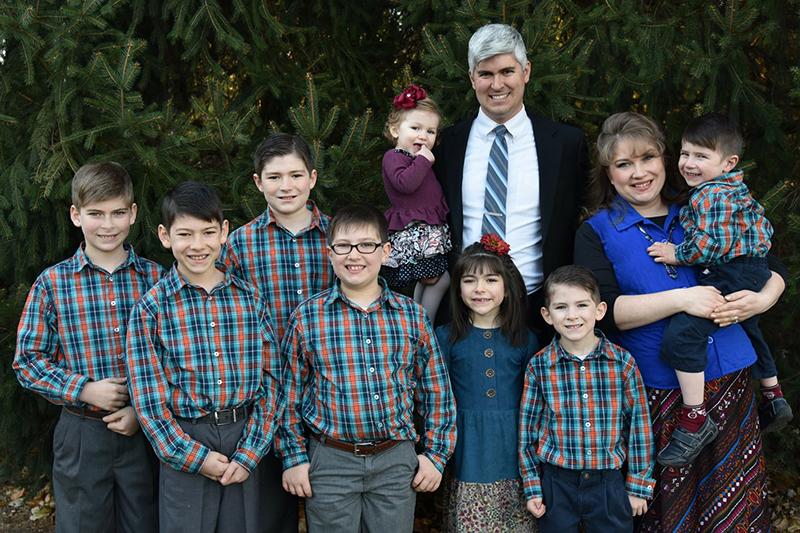 昨年11月の感謝祭に撮影したチャールズ・ウェスコ氏の家族写真(写真:ウェスコ氏のフェイスブックより)