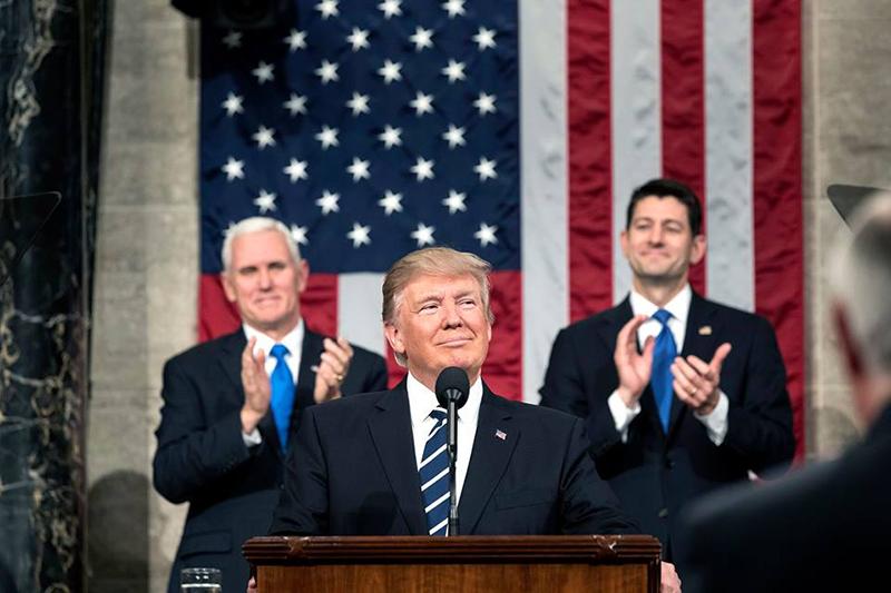 ドナルド・トランプ米大統領(中央)(写真:ホワイトハウス)