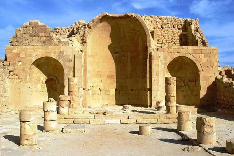 イスラエル南部のネゲブ砂漠にあるシブタ遺跡の教会跡=2005年(写真:Ester Inbar)