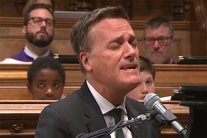 ワシントン大聖堂でブッシュ元米大統領の国葬 マイケル・W・スミスが「フレンズ」歌う