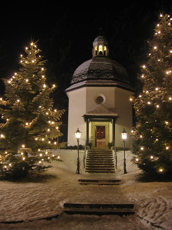 1818年のクリスマスイブに「きよしこの夜」が初めて歌われたとされる聖ニコラス教会の跡地に立つ「サイレントナイト(きよしこの夜)教会」=2005年12月3日