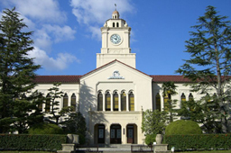 ヴォーリズが基本的なデザインを決め、設計を担当した関西学院大学では、その建築が大学の校風やイメージ、アイデンティティ形成などにも大きな影響を与えた