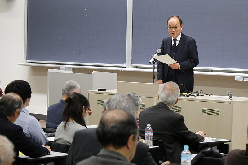 最終講義は自分の専門分野からテーマを取り上げるのが普通だとしつつも、青山学院の院長を務めた経験もあることから「大学にキリスト教は必要か」をテーマにしたと説明した=1月30日、青山学院大学(東京都渋谷区)で
